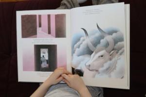 Thésée d'Yvan Pommeau : récit mythologique bien adapté pour les enfants. De très belles illustrations, un récit simple
