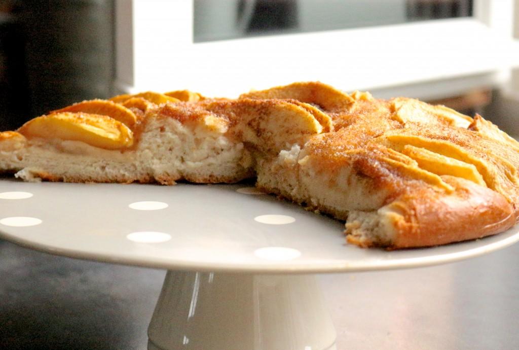 pain aux pommes / apple bread -Sweet cabane