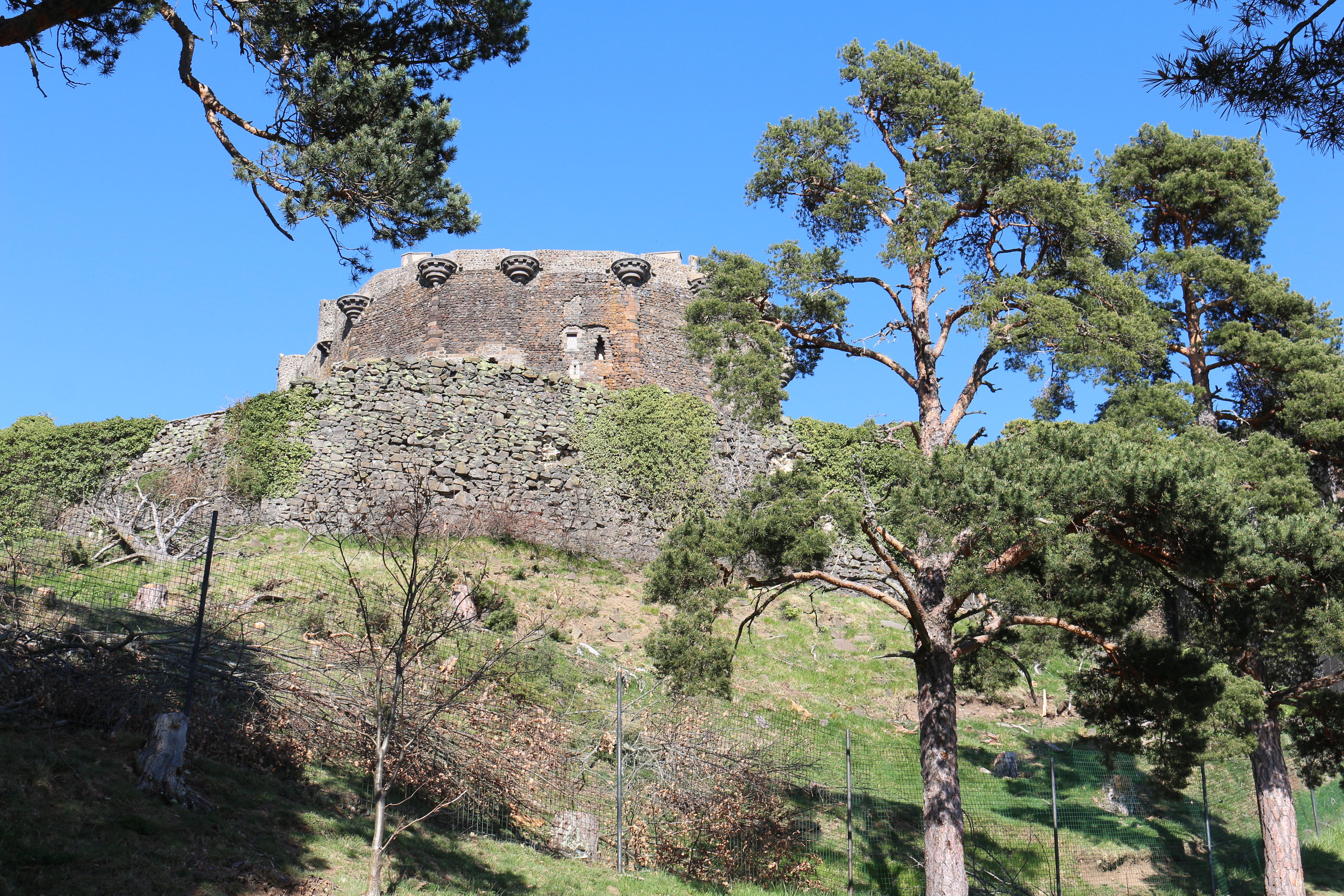 Château médiéval de Murol, Auvergne, Sweet Cabane