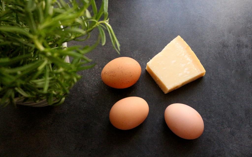 Easy meal #20 : madeleines légères au parmesan et au romarin.