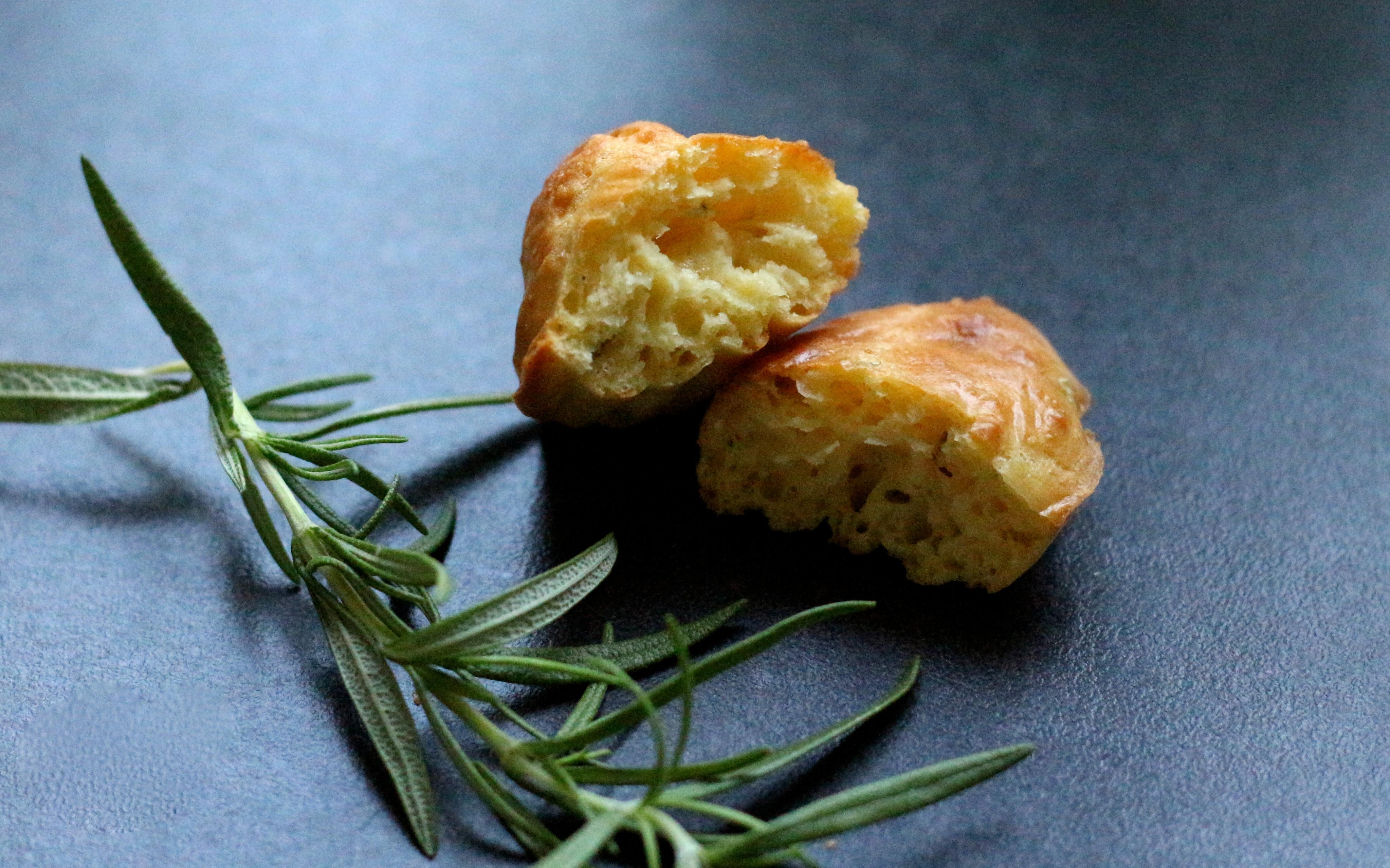 Madeleines au romarin et au parmesan - Sweet Cabane