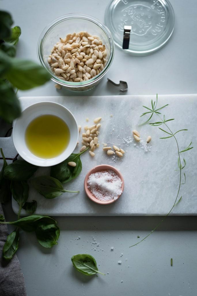 Pesto in the making / Photo credit : Anna Cor
